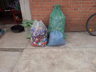 Zbiranje čepkov za dobrodelne akcije - na sliki okoli 40kg