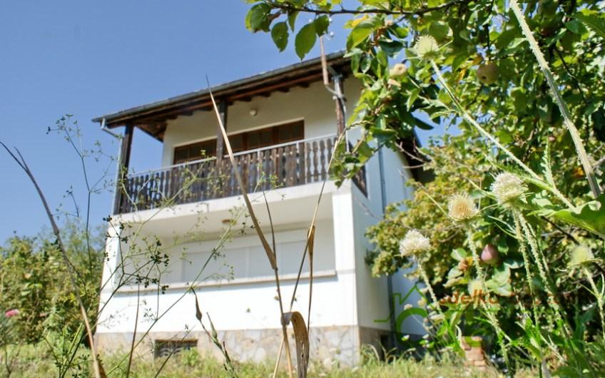 Прекрасна масивна къща в Драгиевци