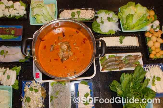 砂锅居Dumpling Hut的火锅量大味美,图为红焖羊肉锅。