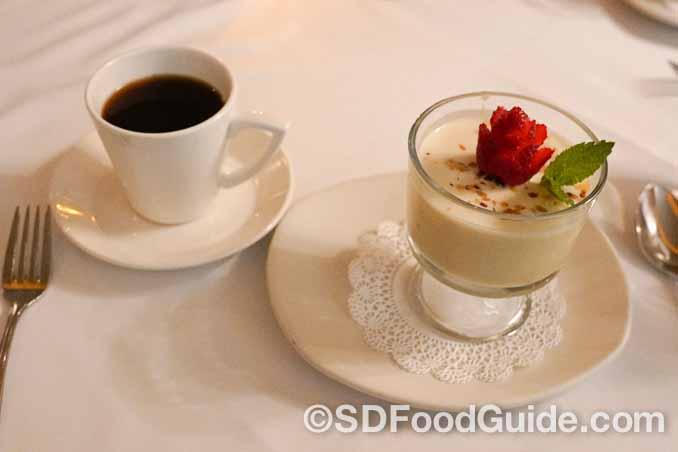 La Strada意大利餐厅的甜点-意大利奶冻(Panna cotta)。(摄影:李旭生)