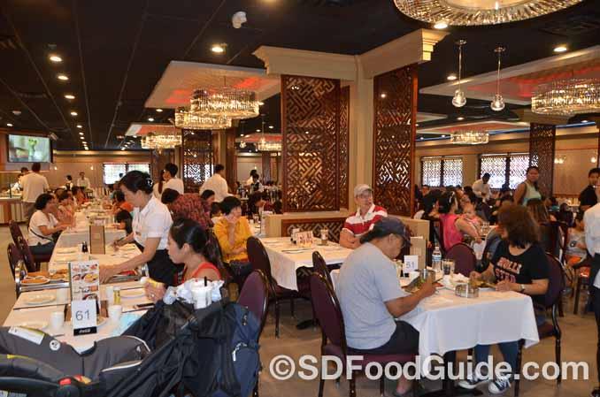 位于Mira Mesa的大型点心店丰丰园(Fung Fung Yuen)于8月8日试营业,当天宾客盈门。