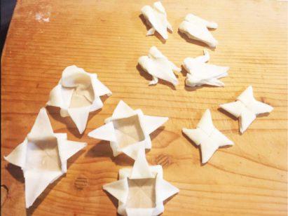 """受到父亲的启发,""""@key_daisuki""""也制作了可食用的折纸作品。除了纸鹤之外,他还做了武士头盔、飞镖和纸箱等造型的作品。"""