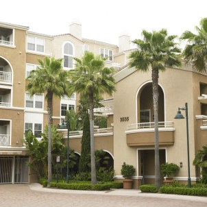 la-jolla-palms-apartment-homes-san-diego-ca-building-photo (8)