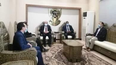 وزير التجارة الداخلية والتموين المصري يصل البلاد
