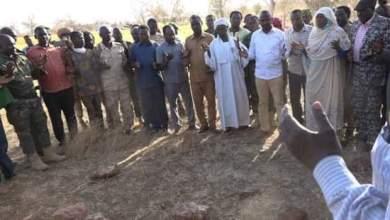 رئيس الجبهة الثورية يقف على مقابر الإبادة الجماعية باقليم دارفور