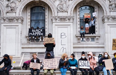 الغارديان : محاربة العنصرية ببريطانيا تفرض عدم التغطية عليها