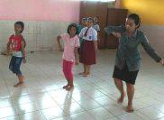 SD Santa Maria II - Latihan bersama guru tari
