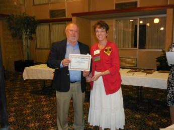 d89noy-tom-stenvig-receives-award-from-sdna-president-margie-washnok