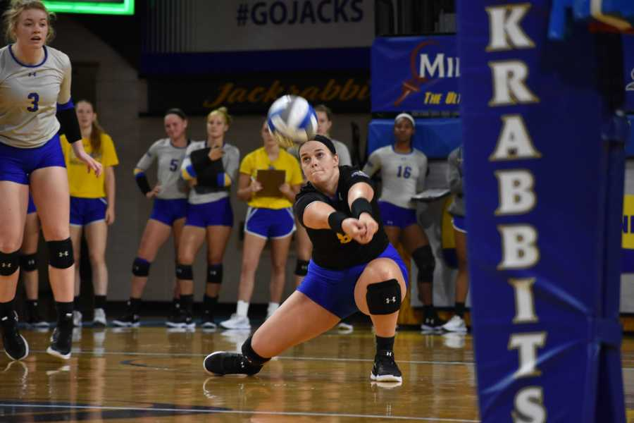 ABBY+FULLENKAMP%0AThe+South+Dakota+State+volleyball+team+is+still+in+rebuilding+mode+during+head+coach+Nicole+Cirillo%E2%80%99s+third+season.+The+Jacks+are+currently+2-19+and+want+to+use+the+rest+of+the+season+to+learn+for+next+year.