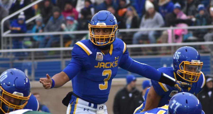 ABBY+FULLENKAMP%0AJunior+quarterback+Taryn+Christion+readies+for+the+next+play+during+the+first+half+of+the+Nov.+4%2C+2017+game+against+North+Dakota+State.+The+Jacks+beat+the+Bison+33-21.+