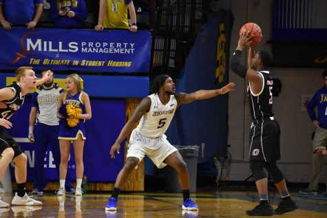 Jacks run past Omaha, ready for NDSU rematch