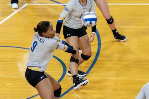 Volleyball breaks losing streak during Drake Invitational
