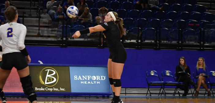 Volleyball to take on Mavericks and Pioneers
