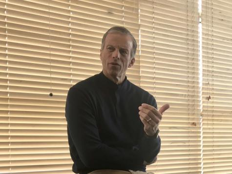 Sen. Thune chats with students about challenges of the job