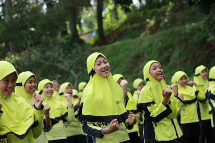Ikuti Mabit dan Outbond di Tawangmangu, Seratusan Siswa Ini Asah Mental dan Spiritual