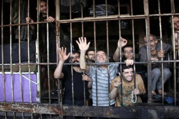حين يدفع السجينُ ثمنَ القفل
