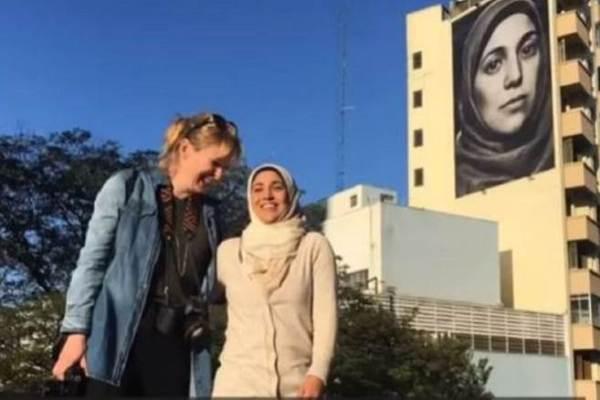 لاجئة سورية احتلّت صورتها واجهة مبنى في البرازيل.. لماذا؟
