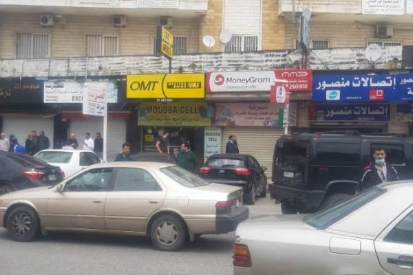 ساحة شتورا: السوق السرية لدولارات لبنان الأخيرة