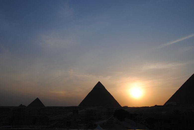 coucher soleil pyramide egypte