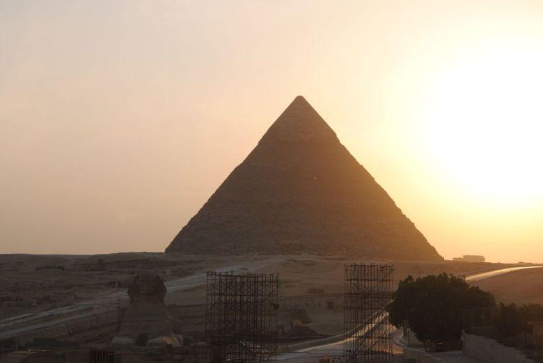 coucher soleil pyramides