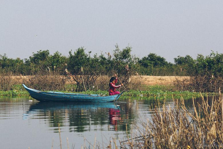 enfants village flottant cambodge