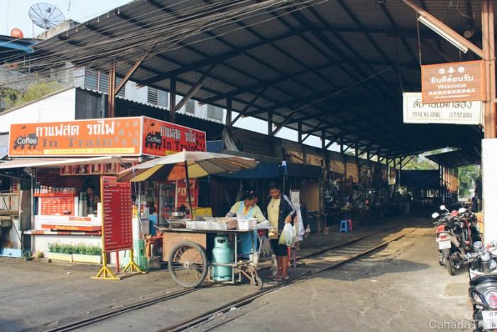 marché au train maeklong