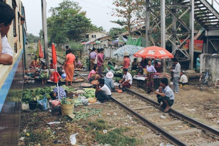 marché rails train birmanie