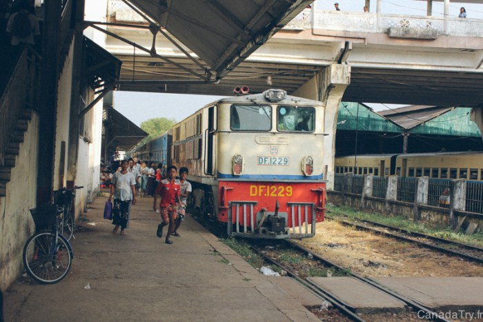gare de yangon birmanie