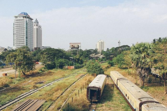 gare yangon birmanie