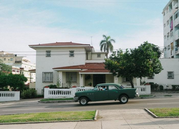 architecture et vieille voiture vedado cuba