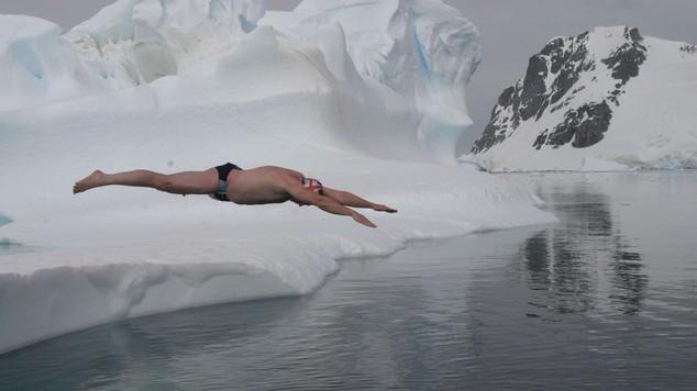 Lewis Pugh diving into the Arctic Ocean (Frank PR/PA)