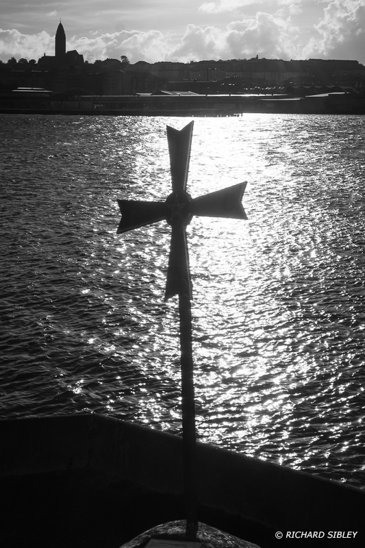 "Coldinu Cross On the 18th August 1997 the cross was erected at the Terra Nova Shipyard as a symbol to emphasize a point that had importance for navigation both on land and at sea. ""Don't give-up the ship"""