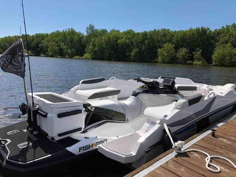 Transform your Seadoo Pro into a Fishing boat for 5 people with the WB 444 Waveboat - transformez votre jetski Seadoo Pro en bateau de pêche pour 5 personnes à bord