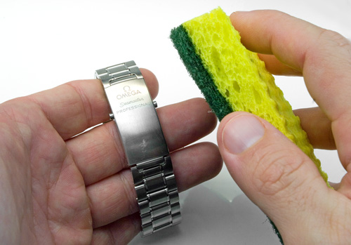 how to clean scratches off watch glass