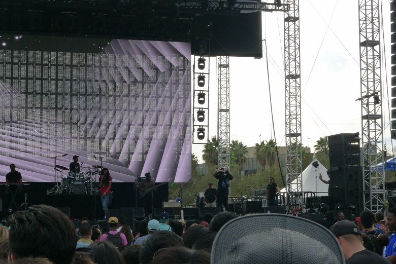 Phony Ppl Performing at Camp Flog Gnaw