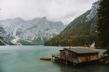 lake-braies-and-the-dolomites-italy-16