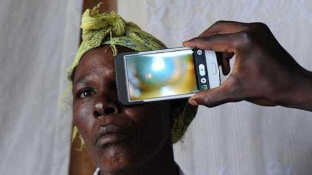 App para ebola pode facilitar 'revolução' de smartphones na medicina