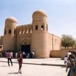 砂色の城壁と青のタイルの町、ヒヴァ、イチャン・カラ【ウズベキスタン】
