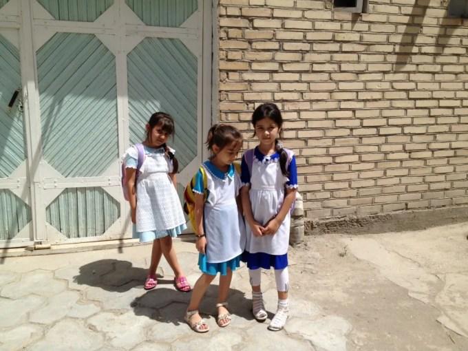 路地裏に居たブハラ少女たち【ウズベキスタン(ブハラ)】