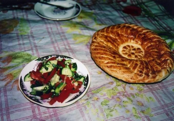 ナンとサラダ【ウズベキスタン(ブハラ)】
