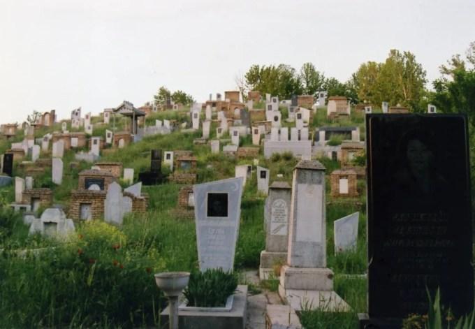 シャーヒズィンダ廟群近くの墓地【ウズベキスタン(サマルカンド)】