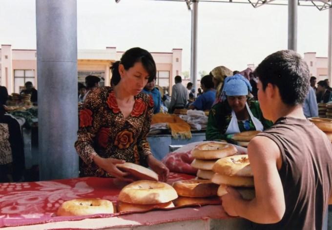 サマルカンドナン売り (シヨブ・バザール)【ウズベキスタン(サマルカンド)】
