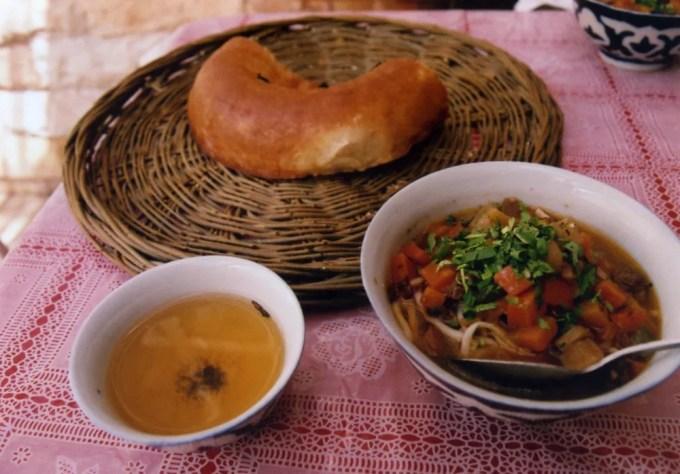 レギスタン広場前の食堂にて【ウズベキスタン(サマルカンド)】