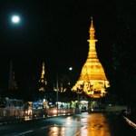 夜のヤンゴン、黄金のスーレー・パゴダ【ミャンマー】