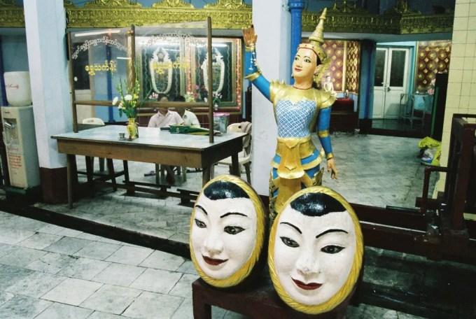 ダウンタウンの中心にあるスーレー・パヤーの夜【ミャンマー(ヤンゴン)】