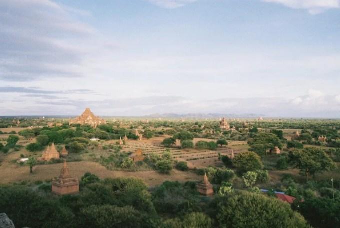 雄大なバガン遺跡のパノラマ(シュエサンドー・パヤーにて) 【バガン遺跡】【ミャンマー(バガン)】
