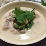 【レシピ】タイの2大スープのひとつ「トムカーガイ」【作り方】
