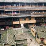 数百年の歴史を持った江氏3大土楼のうちのふたつ「世澤楼・五雲楼」(客家土楼)【中国福建省】