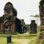 緑の中に佇むレンガ色の遺跡「ミーソン聖域」(世界遺産)【ベトナム】
