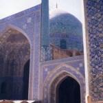 世界の半分「イスファハン」とバラと詩人の町「シーラーズ」【イラン】